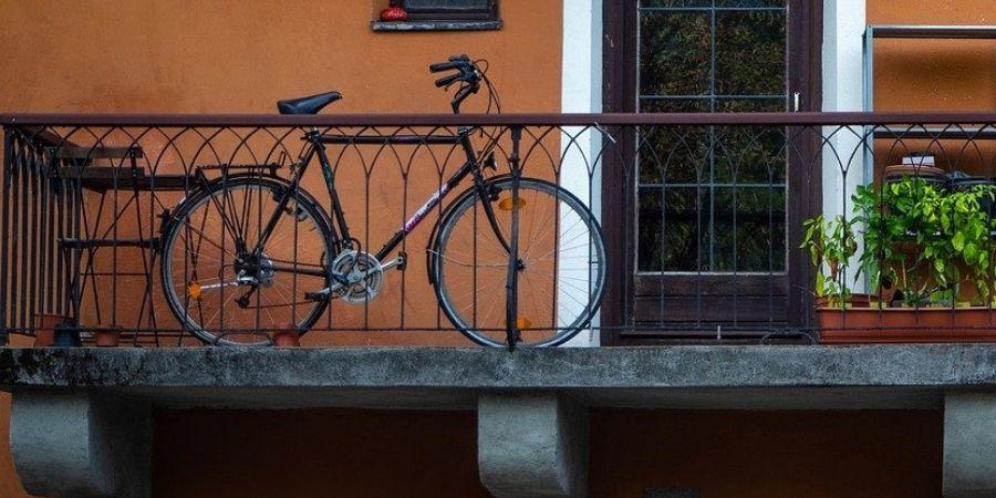 Colgar bicicletas en el balcon sin agujeros